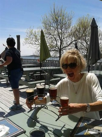 Rudder's Seafood Restaurant and Brew Pub: Beer made on Site, this is the sampler