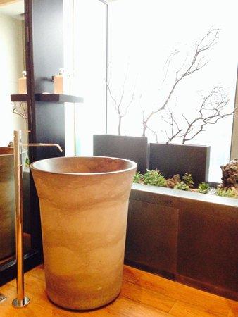 Conrad Seoul Executive Lounge Bathroom