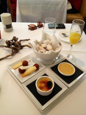 La Tour Restaurant: Dessert Trio - delicious !!