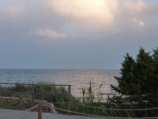 Hostal Sol i Mar: Reflets du coucher de soleil sur la mer