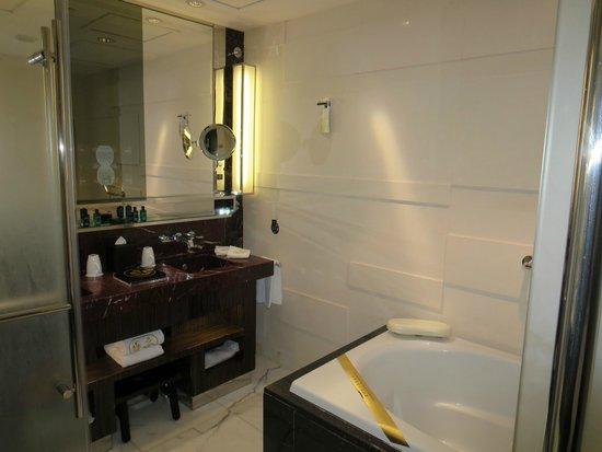 Grand Lisboa: Deluxe Lake View room