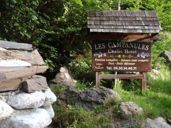 Hotel Les Campanules : entree naar het hotel