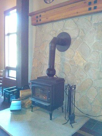 Wuksachi Lodge: Warm and Cozy
