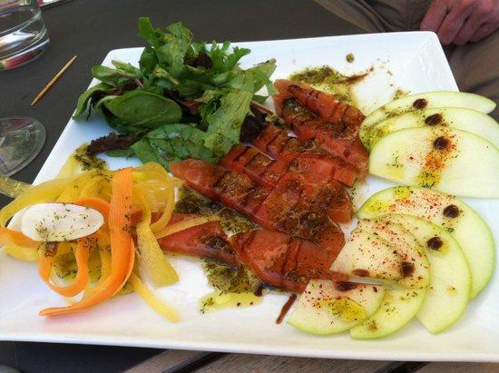 Caprese salad picture of au petit jardin uzes tripadvisor for Au petit jardin uzes