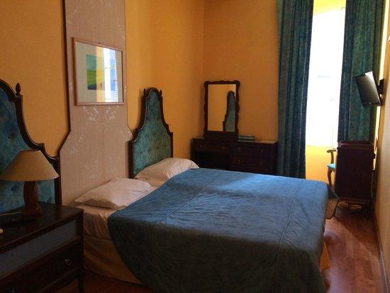 Castille Hotel: hotel room