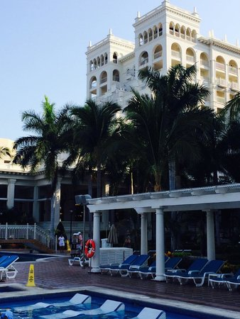 Hotel Riu Palace Pacifico: The Hotel Building