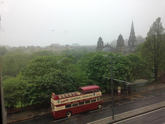 Premier Inn Edinburgh City Centre (Princes Street) Hotel: 2