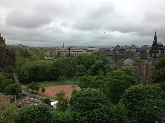 Premier Inn Edinburgh City Centre (Princes Street) Hotel: 3
