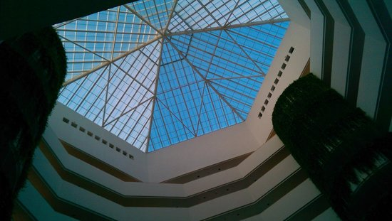 Iberostar Cancun: Looking up in the lobby area
