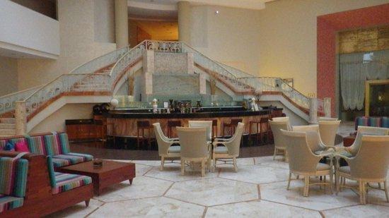 Iberostar Cancun: Main bar area