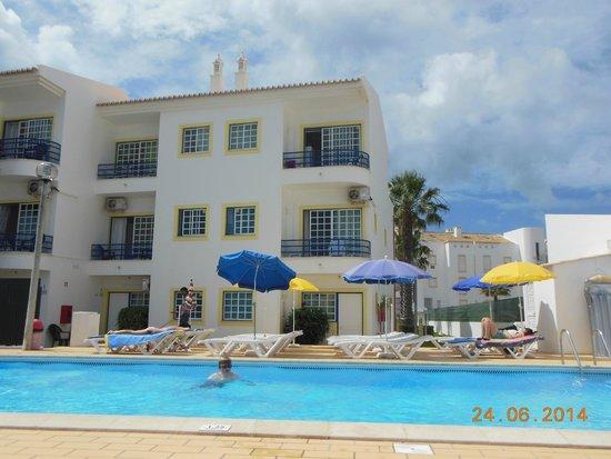 Sereia da Oura Hotel : APARTMENTS FROM POOL AREA