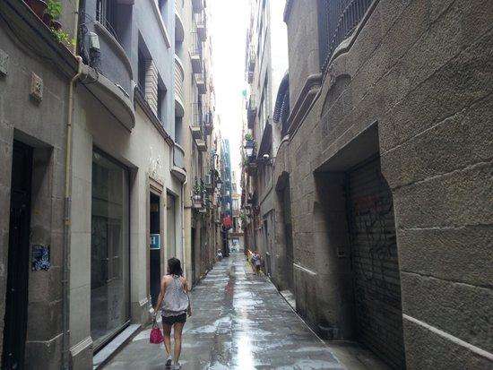 Hotel Denit Barcelona: Estruc : rue calme