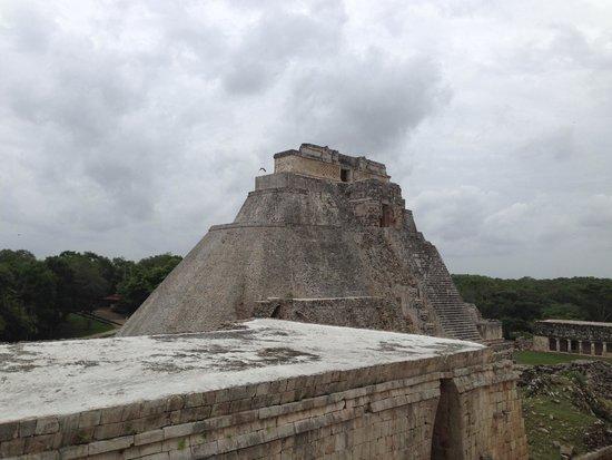 Temples d'Uxmal : Magician Tower