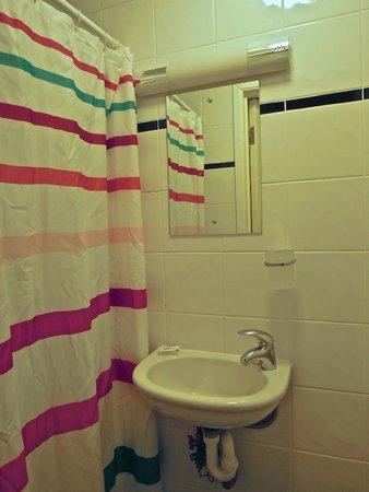 Central Hotel: Shower room of room number 3