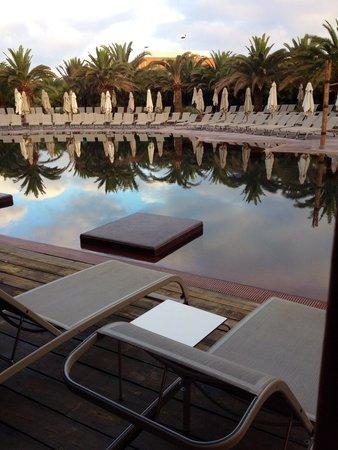 Lopesan Baobab Resort: Vue depuis la chambre familiale avec accès direct a la piscine