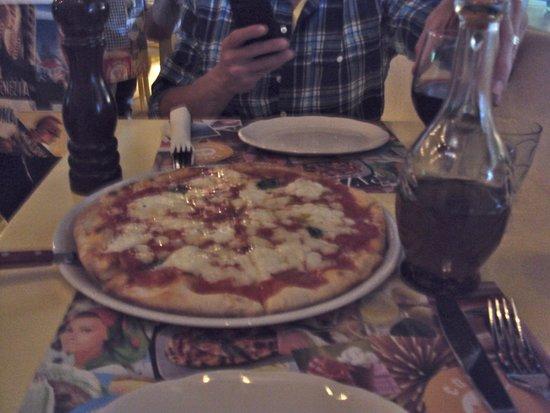 Catari Ristorante Italiano : best pie we had in all of greece.