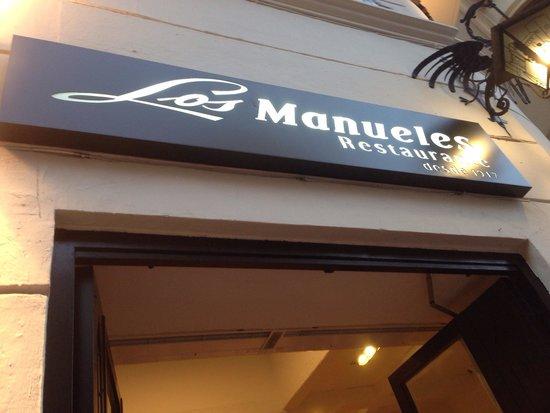 Los Manueles: Вход.