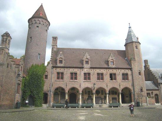 Gruuthusemuseum: Grand courtyard