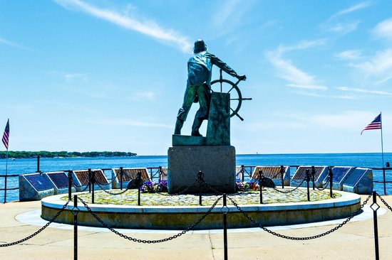 Fishermen's Memorial Monument: They that go down at the sea in ships_2