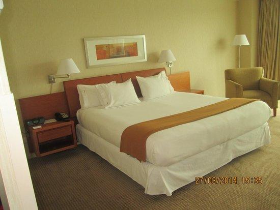 Holiday Inn Express Puerto Montt: Habitación cómoda