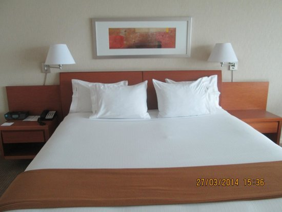 Holiday Inn Express Puerto Montt: Habitación amplia