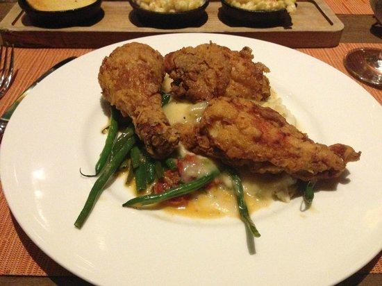 Southern Art & Bourbon Bar: Fried Chicken