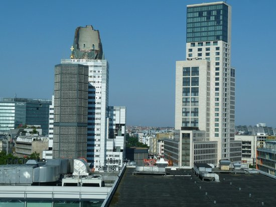 Hotel Palace Berlin : Zimmeraussicht auf Kaiser-Wilhelm-Gedächtsniskirche und Hotel Waldorf Astoria