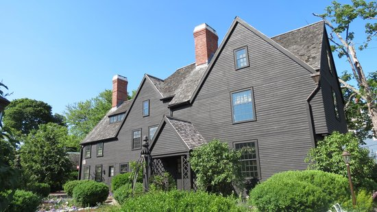 The House of the Seven Gables : the house of seven gables