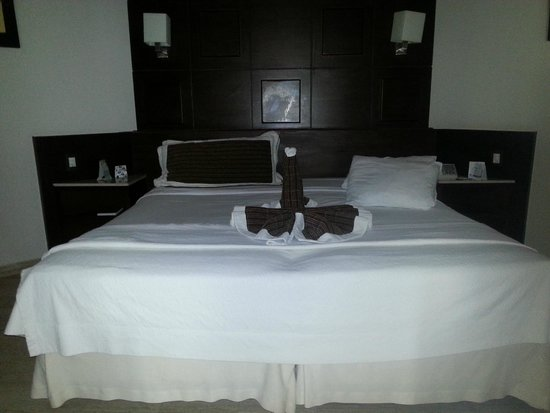 Bavaro Princess All Suites Resort, Spa & Casino: Bed