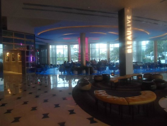 Fontainebleau Miami Beach: Entrance
