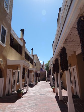 Hotel Chimayo de Santa Fe: in side court yard