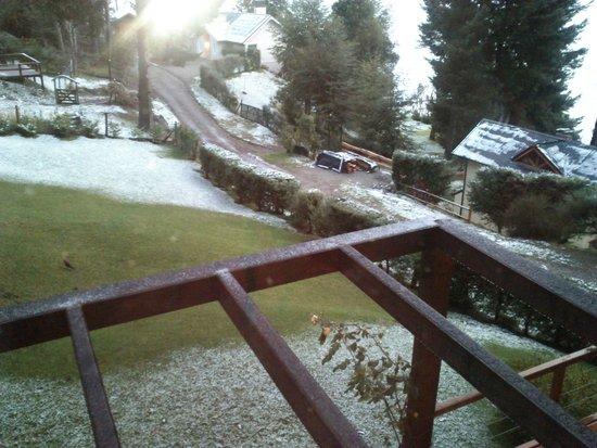 Apart Hotel Cabanas Lago Moreno: Vista exterior nieve