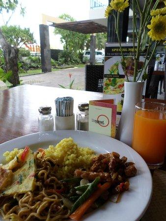 The Sunset Bali Hotel: Hidangan Breakfast