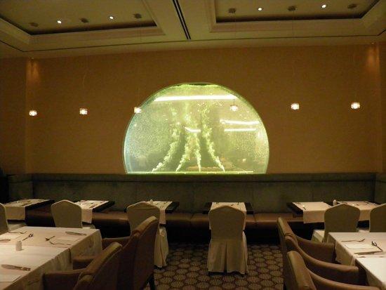 Hilton Ras Al Khaimah Resort & Spa: Restaurant mit Wasserspielen