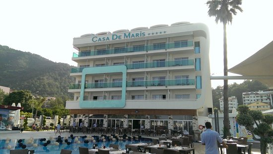 Casa De Maris Spa & Resort Hotel: Front of the hotel (missing the extra square?!)