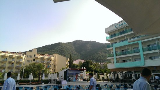 Casa De Maris Spa & Resort Hotel: View up to the hills from the pool bar