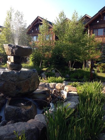 The Whiteface Lodge: Impressive grounds