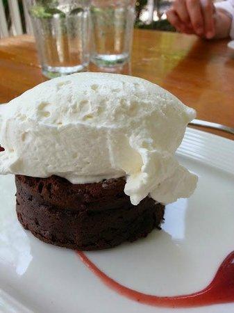 Cru Cafe : Warm Flourless Chocolate Torte