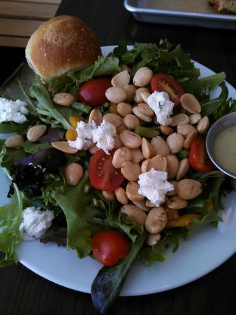 The Grove Cafe & Market : Farmers Salad