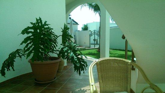 Mare Chiaro Bed & Breakfast: Il giardino della struttura
