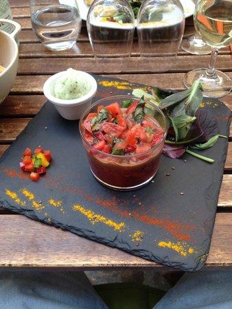 Hue Cocotte : carpaccio de tomates/fraises, glace au basilic