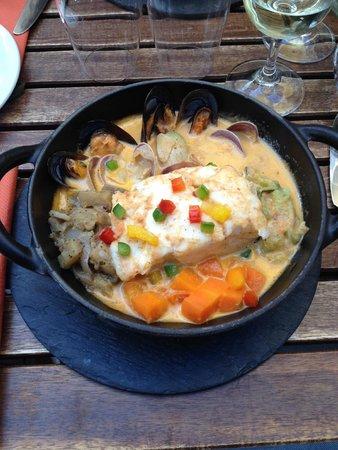 Hue Cocotte : cassolette de cabillaud au riz sauvage, sauce aux moules et aux pétoncles
