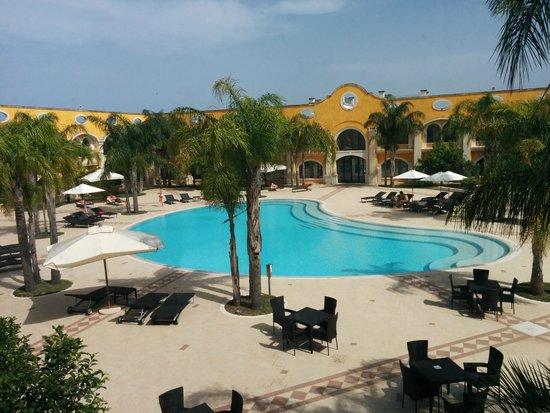 DoubleTree by Hilton Acaya Golf Resort-Lecce: Piscina interna