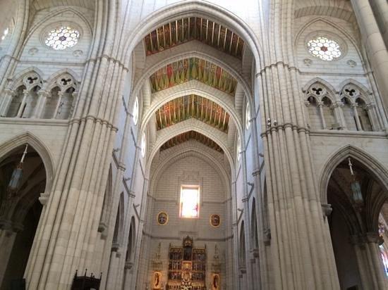 Catedral de Sta Maria la Real de la Almudena: vitraux