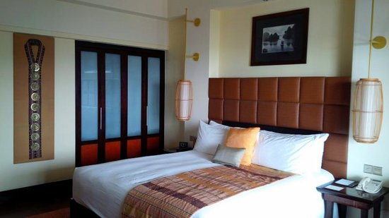 InterContinental Hanoi Westlake : Bedroom, other view