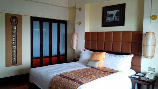 InterContinental Hanoi Westlake: Bedroom, other view