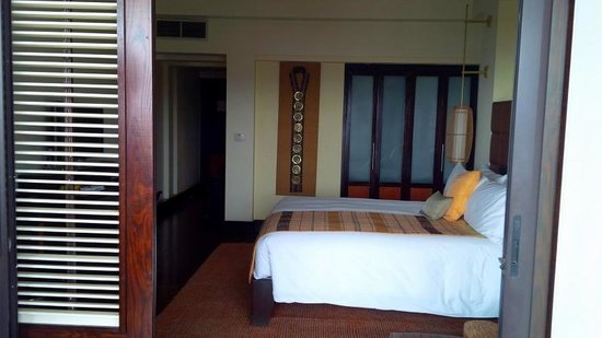InterContinental Hanoi Westlake: Bedroom, from balcony