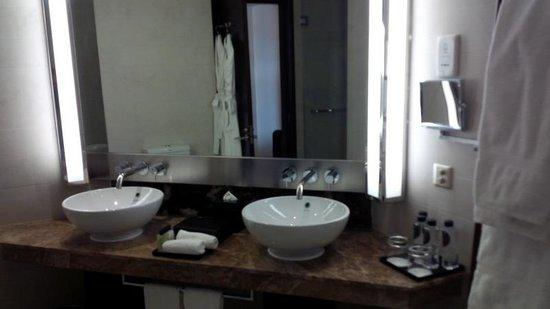 InterContinental Hanoi Westlake: Bathroom