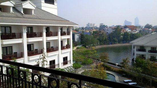 InterContinental Hanoi Westlake : View from blcony - side