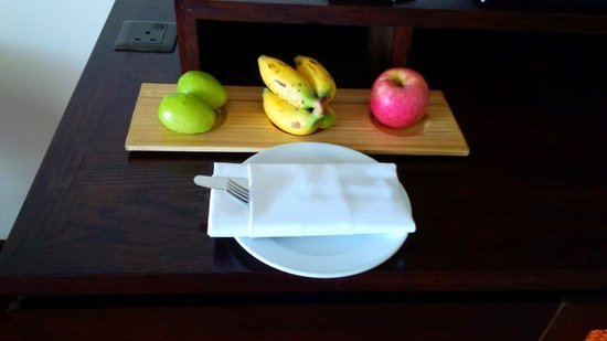 InterContinental Hanoi Westlake: Fresh fruit in room
